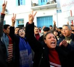 55389_manifestation-en-soutien-aux-habitants-de-sidi-bouzid-a-tunis-le-27-decembre-2010.jpg