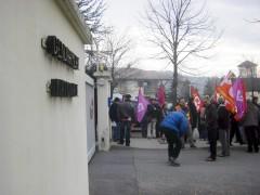 devant la birgade gendarmerie V4Mars2011.jpg